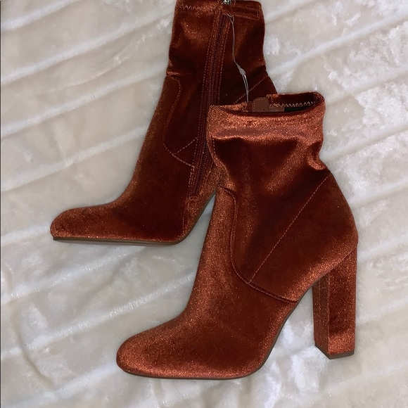 2973715f6c0 Steve Madden orange booties. M 5bf43002d6dc528b90a026b5